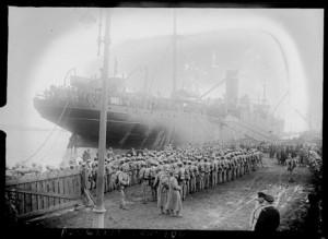 Tropas portuguesas desembarcam em Brest, França, em 1917 Bibliothèque Nationale de France